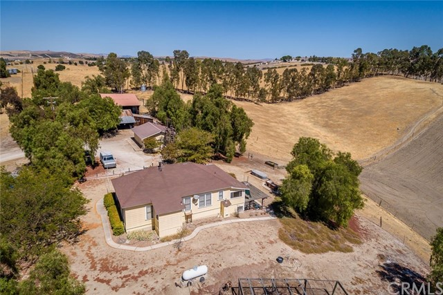 6260 Independence Ranch Lane, San Miguel CA: http://media.crmls.org/medias/58377f6f-de2d-4be0-868c-d7917b39162b.jpg