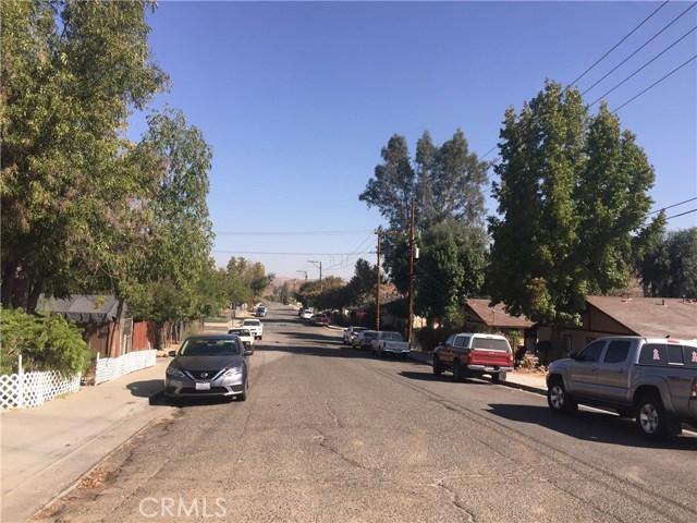 313 N Poe Street, Lake Elsinore CA: http://media.crmls.org/medias/588d206a-d51f-4da9-a0a2-1e86232dbd56.jpg