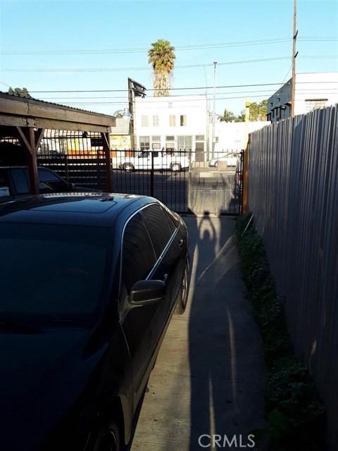 11213 S Central Avenue, Los Angeles CA: http://media.crmls.org/medias/58a22a76-4820-424f-85cf-27b37ae24637.jpg
