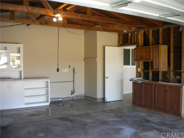 16321 Yucca Avenue, Victorville CA: http://media.crmls.org/medias/58add399-a3bd-4239-b722-80eea9cf6ede.jpg