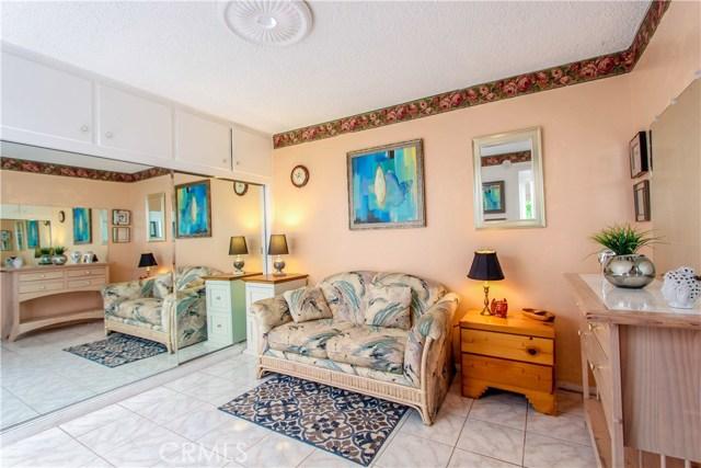 592 Avenida Majorca, Laguna Woods CA: http://media.crmls.org/medias/58b51b1b-6ff9-42ca-af74-4bcabe0411ea.jpg