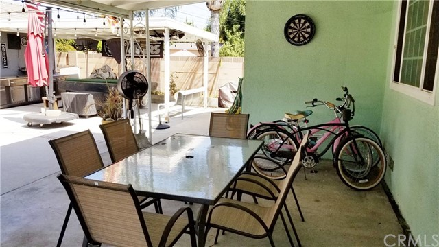 8549 Smallwood Avenue, Downey CA: http://media.crmls.org/medias/591f8079-9096-42d8-a15f-8750d2bd4b17.jpg