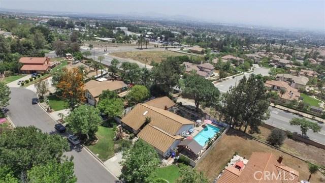 10425 Poplar Street, Rancho Cucamonga CA: http://media.crmls.org/medias/592d5bb2-8d6f-47fd-91c6-d43da10161fc.jpg