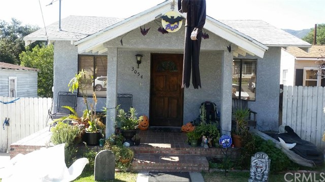 3054 Manhattan Avenue La Crescenta, CA 91214 is listed for sale as MLS Listing BB15225672
