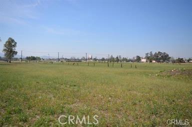 17038 Baseline Avenue, Fontana CA: http://media.crmls.org/medias/5960a720-60a7-4b8c-af39-17ae92f6373f.jpg
