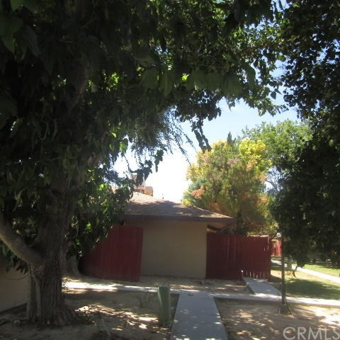 21309 Lake Shore Drive, California City CA: http://media.crmls.org/medias/5983849c-88bf-4804-a5ff-ca68ff309bc4.jpg