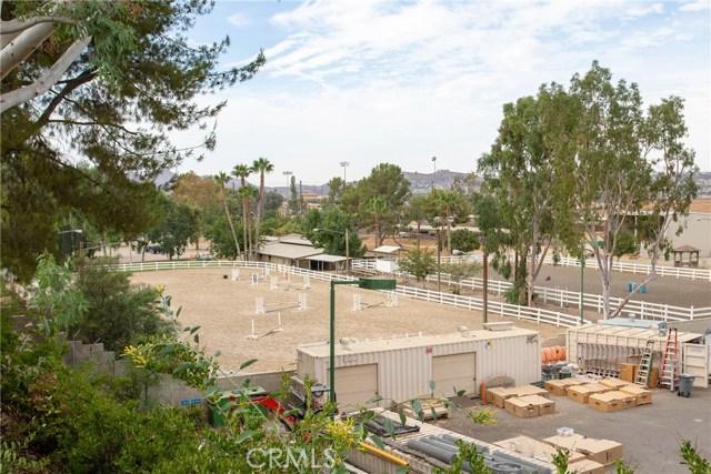 21815 Strawberry Lane, Canyon Lake CA: http://media.crmls.org/medias/59846d35-3eb9-4982-a8a6-248a15b68b82.jpg