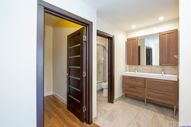 5420 Sylmar Avenue, Sherman Oaks CA: http://media.crmls.org/medias/5996ab40-4544-4828-83c3-9030d0bd821f.jpg