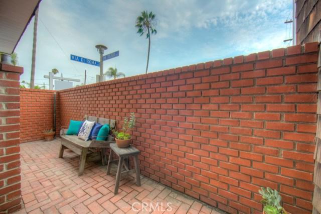 103 E Via Di Roma E Walk, Long Beach CA: http://media.crmls.org/medias/59e45c1a-f6ee-456c-91d6-a7b7f9267ebe.jpg
