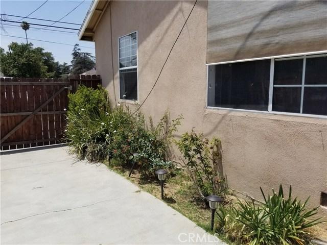2105 S Maple, Santa Ana CA: http://media.crmls.org/medias/59f70c8f-fb83-46b1-97ef-38e274e29922.jpg