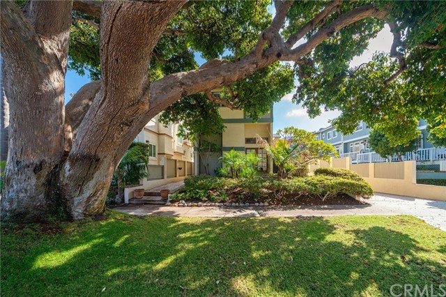 712 Broadway, Redondo Beach, California 90277, 3 Bedrooms Bedrooms, ,3 BathroomsBathrooms,Townhouse,For Sale,Broadway,SB19247412