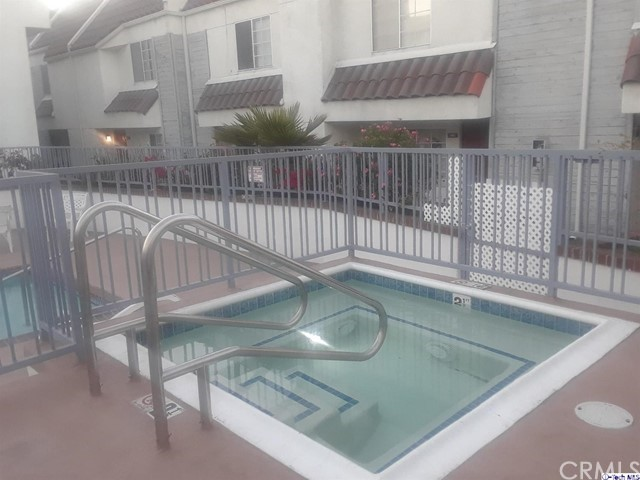 618 N Howard Street, Glendale CA: http://media.crmls.org/medias/5a0c07b0-aa3f-4340-b84a-4135eb2ae63b.jpg