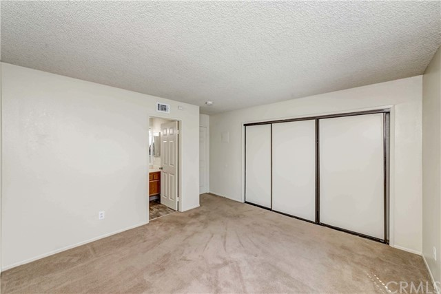5640 Riverside Drive, Chino CA: http://media.crmls.org/medias/5a0e3289-b7b6-4065-82f0-5ab947d0ae5a.jpg
