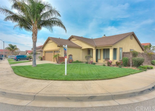 Hard to find North Fontana single story corner lot! 4 bedrooms, 2 bath with formal living room & dining room, galley kitchen with breakfast area, family room with cozy fireplace, ceramic tile flooring throughout, good size master bed room with large walk in closet,  large backyard. a must see!