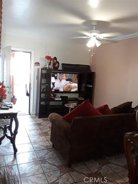 11213 S Central Avenue, Los Angeles CA: http://media.crmls.org/medias/5a2c3ad8-b740-4f17-88c5-9388d2025230.jpg