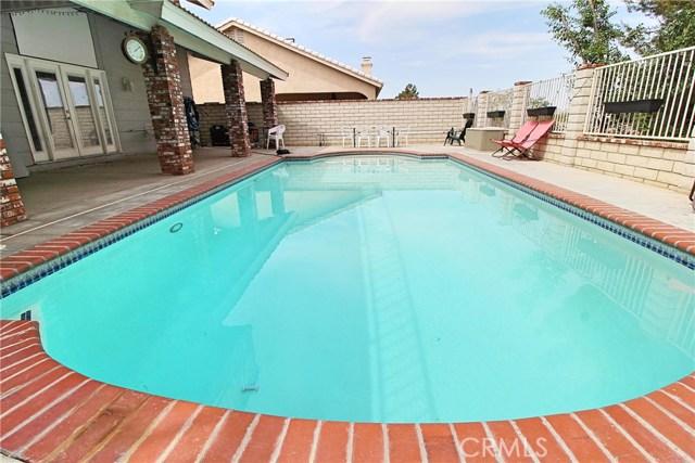 13385 Alta Vista Drive, Victorville CA: http://media.crmls.org/medias/5a381108-c0d1-4af5-aeb4-e34b62b449a2.jpg