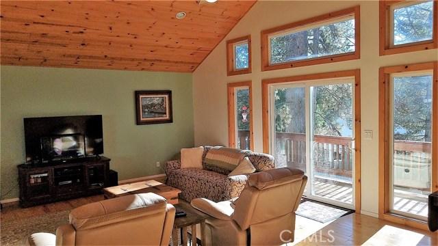 238 Shasta Drive, Lake Arrowhead CA: http://media.crmls.org/medias/5a3ead4d-10ad-423b-bf91-451933f8f394.jpg