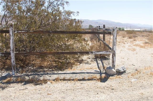 5 Kay Road, Desert Hot Springs CA: http://media.crmls.org/medias/5a3facf7-fd03-42c2-904a-bc4bf2d16fa1.jpg