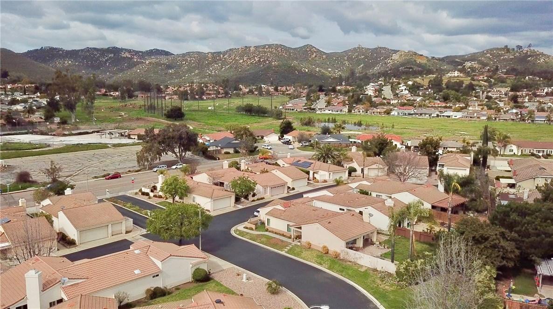 1771 Capistrano, Escondido CA: http://media.crmls.org/medias/5abe9734-ca77-44ca-84d7-92531835330d.jpg