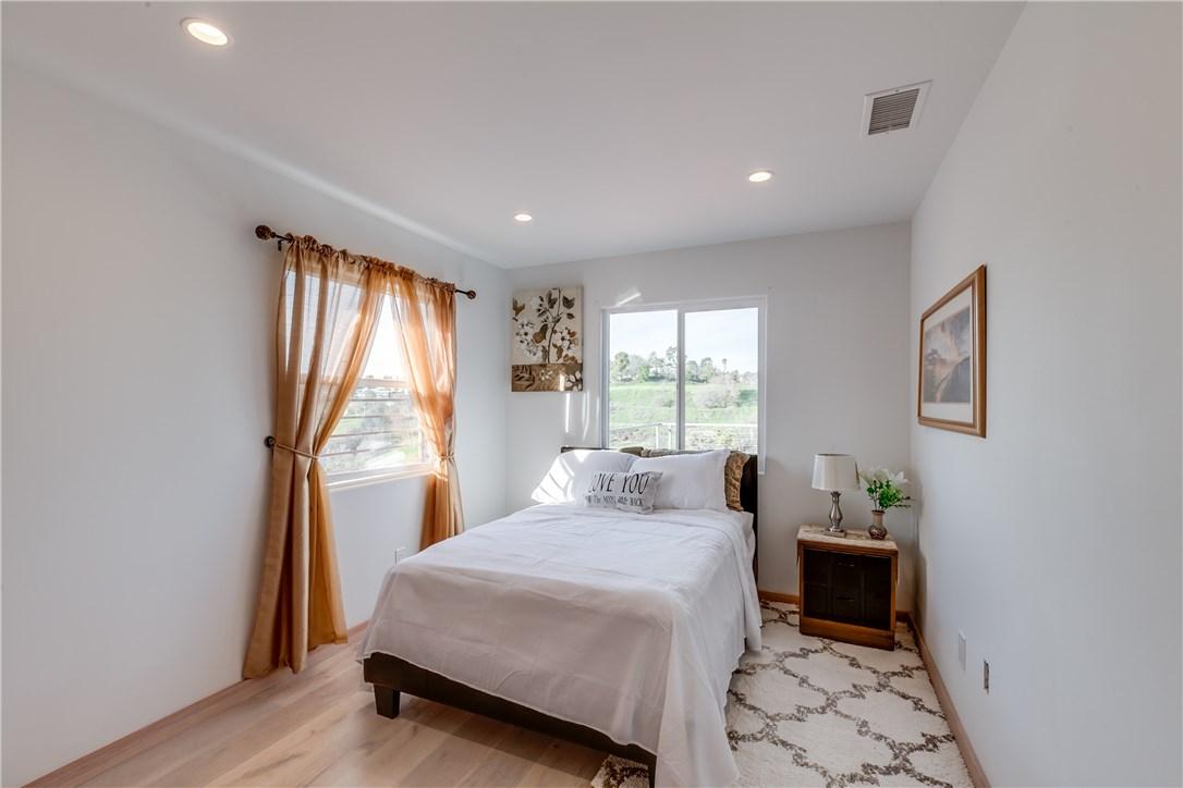 4133 Raynol Street, Montecito Heights CA: http://media.crmls.org/medias/5ad37697-b85d-4bb1-8bf5-37303fc13f22.jpg