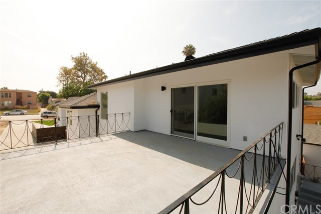 1313 1315 S Redondo Boulevard, Los Angeles CA: http://media.crmls.org/medias/5adff5db-0f07-43ec-8262-e75efc7e8326.jpg