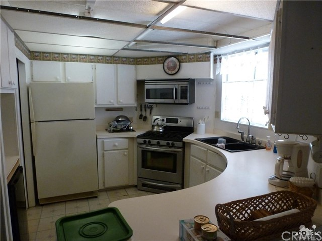 33661 Westchester Drive, Thousand Palms CA: http://media.crmls.org/medias/5b5f4cea-8175-4146-b40e-aea43e183126.jpg