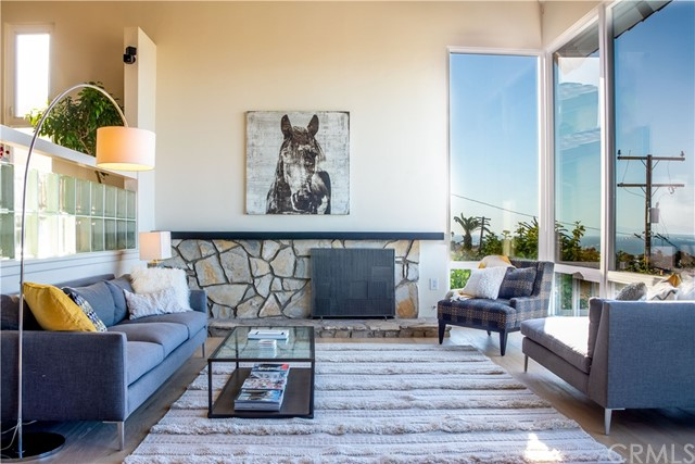 301 Avenida Atezada, Redondo Beach CA: http://media.crmls.org/medias/5b6ada4d-6c4b-47e6-b80a-eac67bd9d831.jpg