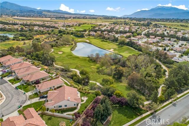 1586 Valhalla Court, Beaumont CA: http://media.crmls.org/medias/5b718097-9c8f-4df9-ad90-b614043369cd.jpg