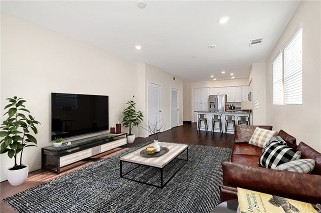Detail Gallery Image 1 of 25 For 10246 Artesia Bld, Bellflower,  CA 90706 - 3 Beds | 2/1 Baths