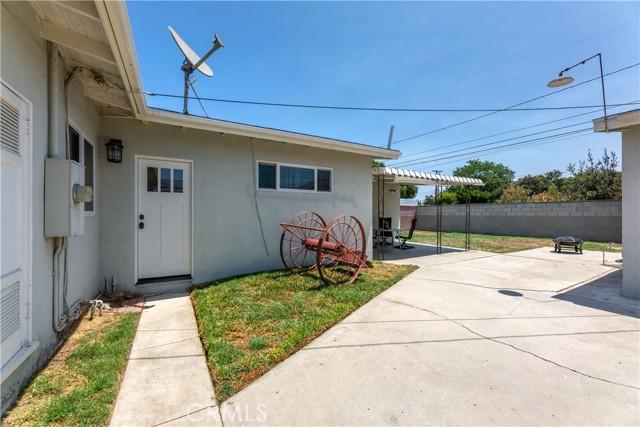 2850 Foreman Avenue, Long Beach CA: http://media.crmls.org/medias/5b8046f7-b061-4d5d-93f1-f97a10fb1bed.jpg