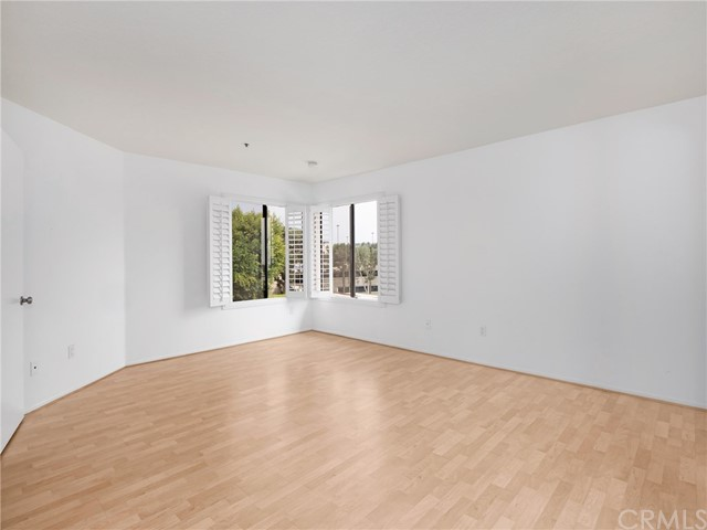 280 Cagney Lane, Newport Beach CA: http://media.crmls.org/medias/5b8f0e02-b99b-48c1-ba92-575909566fa4.jpg
