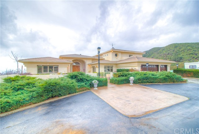 Single Family Home for Sale at 8325 Sing Road 8325 Sing Road Banning, California 92220 United States