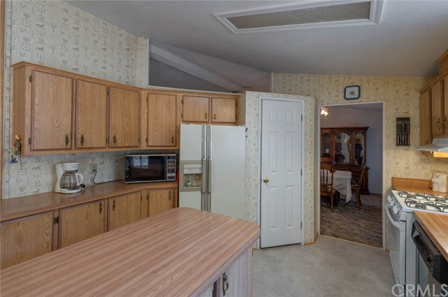 249 Canfield Drive, Oroville CA: http://media.crmls.org/medias/5bc6d914-07c6-47ce-ab06-2aba171fed76.jpg