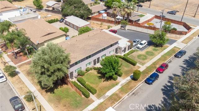 135 Cook Street, Redlands CA: http://media.crmls.org/medias/5bd85027-3b04-4c21-be7b-0559f0a8b102.jpg