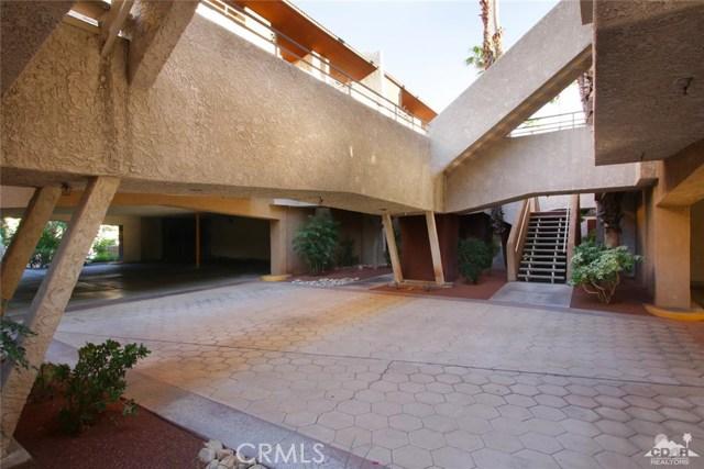 464 Calle Encilia, Palm Springs CA: http://media.crmls.org/medias/5bdb0999-e42c-4280-a698-348addfff470.jpg