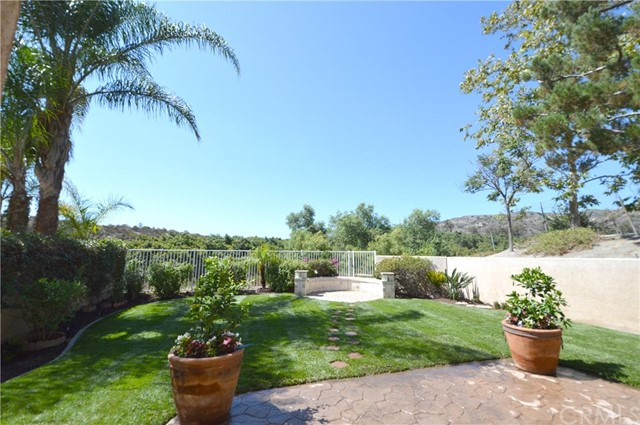 Condominium for Sale at 36 Rue Fontaine St Lake Forest, California 92610 United States