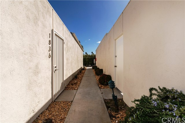 1840 Sandcliff Road, Palm Springs CA: http://media.crmls.org/medias/5bfad096-67db-41d5-8a20-3e7aa9b855ca.jpg