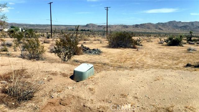 Additional photo for property listing at 60366 Granada Drive  Joshua Tree, California 92252 United States