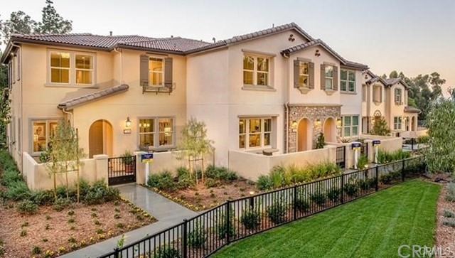 124 S Auburn Heights Lane, Anaheim Hills CA: http://media.crmls.org/medias/5c1aca32-f860-45f4-b2ab-07674a3cd612.jpg