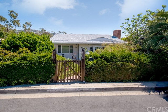 281 Grandview Street Laguna Beach, CA 92651 is listed for sale as MLS Listing LG17056081