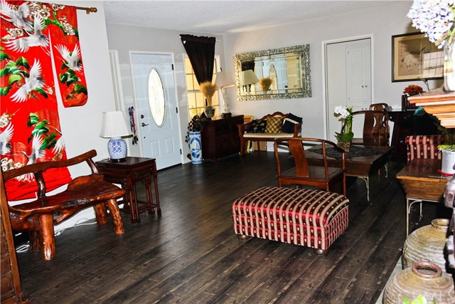 10435 Nichols Street, Bellflower CA: http://media.crmls.org/medias/5c57bade-efeb-420e-9168-ae796f20f29e.jpg
