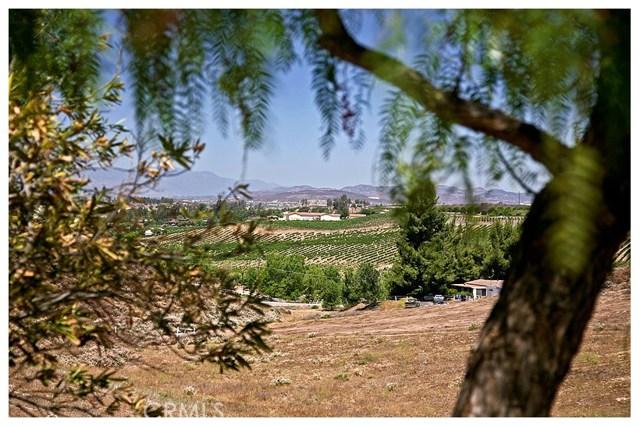 35051 Calle La Coca, Temecula CA: http://media.crmls.org/medias/5c85dc1d-818e-4a46-9249-811c2d8dc3d6.jpg