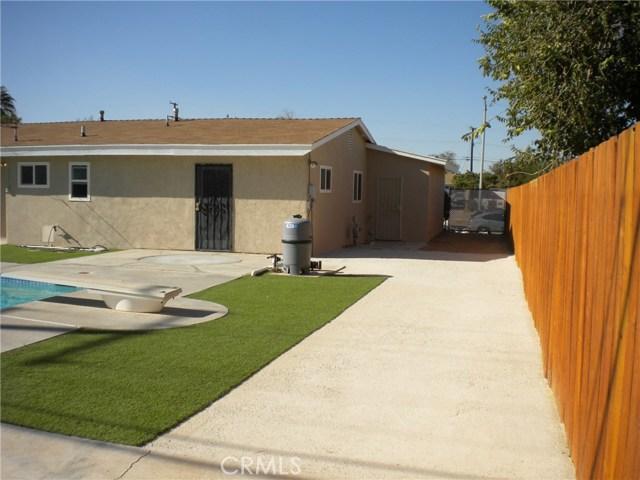 16321 Yucca Avenue, Victorville CA: http://media.crmls.org/medias/5c956e52-6889-4fa0-98b1-338f816c58d1.jpg