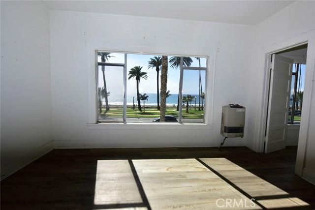 1045 Ocean Avenue, Santa Monica CA: http://media.crmls.org/medias/5c9beb1a-5d56-4fc7-8e96-1cb529f61f81.jpg