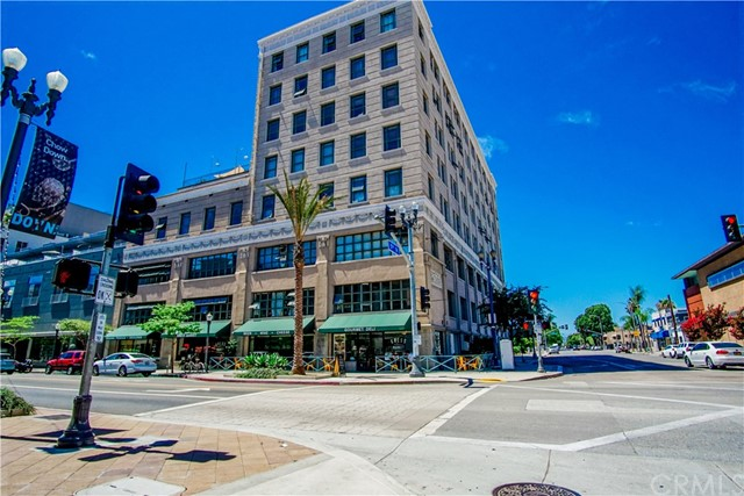 100 W 5th Street, Long Beach CA: http://media.crmls.org/medias/5ca63ef0-247a-4601-9dff-c0cabec018f3.jpg