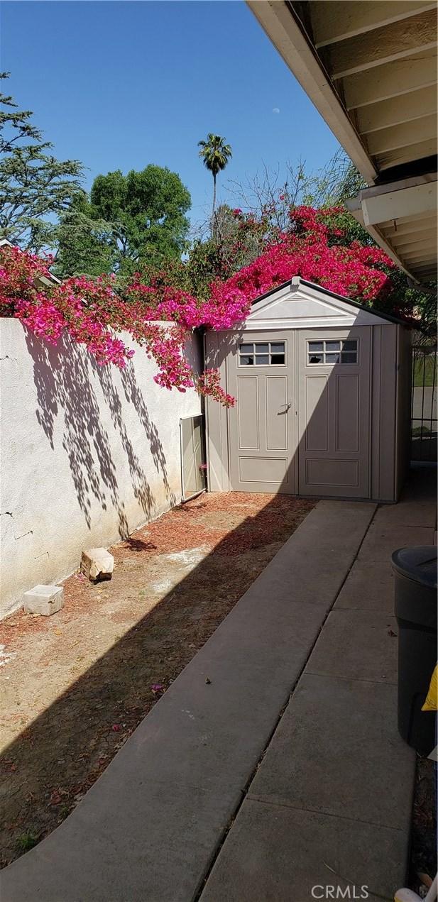 933 S Shasta Street, West Covina CA: http://media.crmls.org/medias/5ca77e6c-980d-4a71-b425-6f0d2543e2fb.jpg