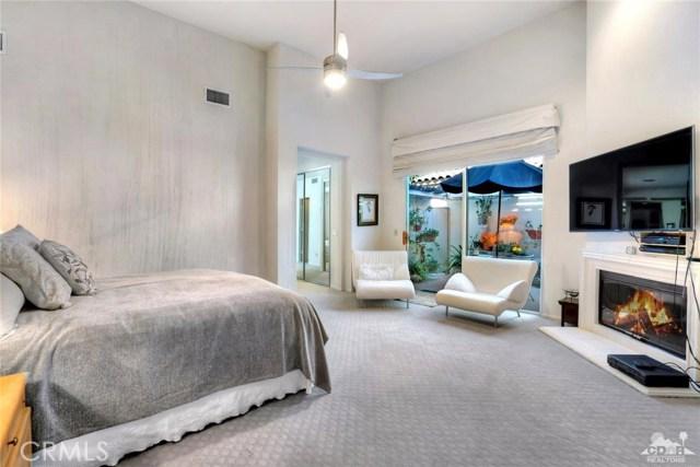 54015 Southern Hills, La Quinta CA: http://media.crmls.org/medias/5cc3b1ca-1c35-40b5-8a5d-0e1d8a64d351.jpg
