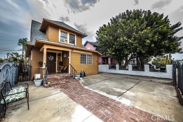 1305 W 35th Place, Los Angeles CA: http://media.crmls.org/medias/5cdd76e4-84f2-4cf0-8fb2-dbc0b09e05c4.jpg