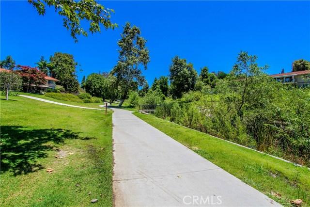 592 Avenida Majorca, Laguna Woods CA: http://media.crmls.org/medias/5d201ead-6246-47fb-bf2e-acd1b95d57f7.jpg