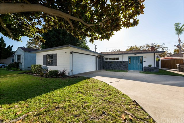Detail Gallery Image 1 of 46 For 4237 Charlemagne Ave, Long Beach, CA 90808 - 3 Beds | 2 Baths